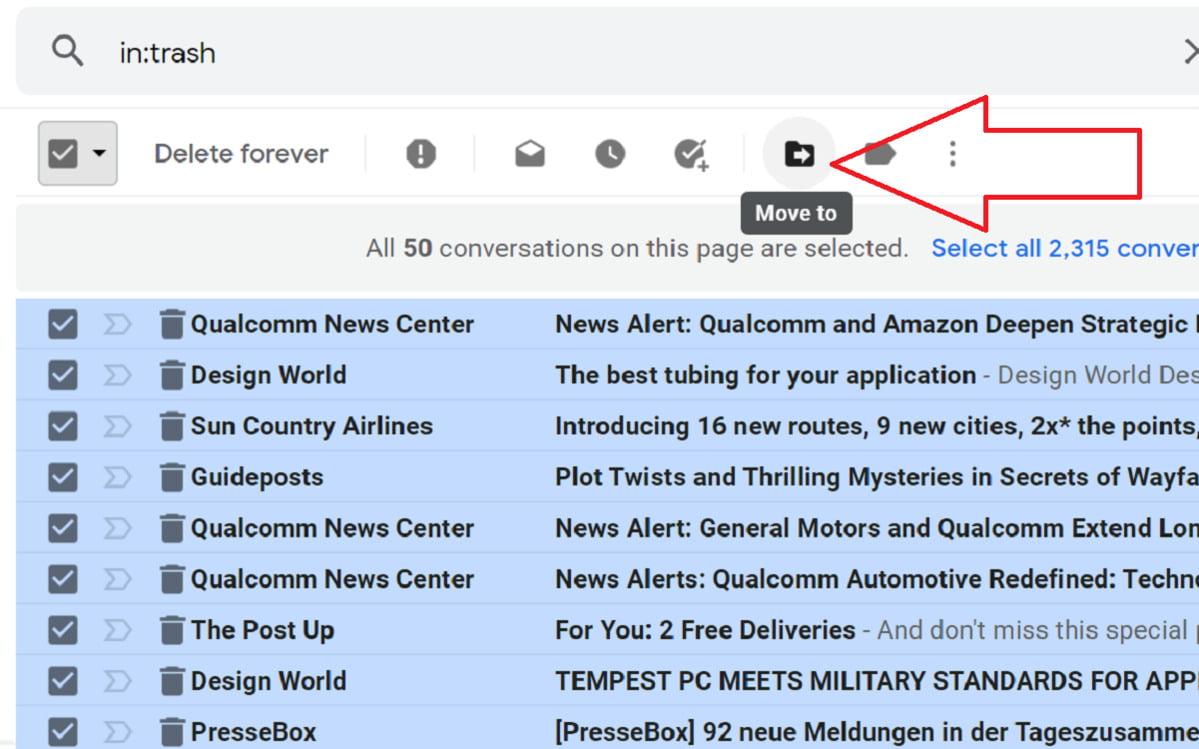 E-mail přesunutý do Koše služby Gmail je možné vrátit zpět pomocí ikonky Přesunout.