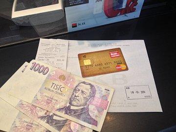 Cash advance. Výběr hotovosti Blesk peněženkou na pokladně Komerční banky. (30 kč poplatek).