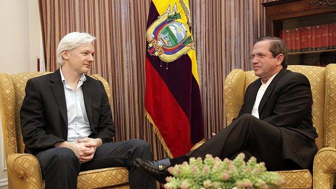 Cambridge Analytica bankrotuje, Julian Assange se Ekvádoru prodražuje [Stalo se]