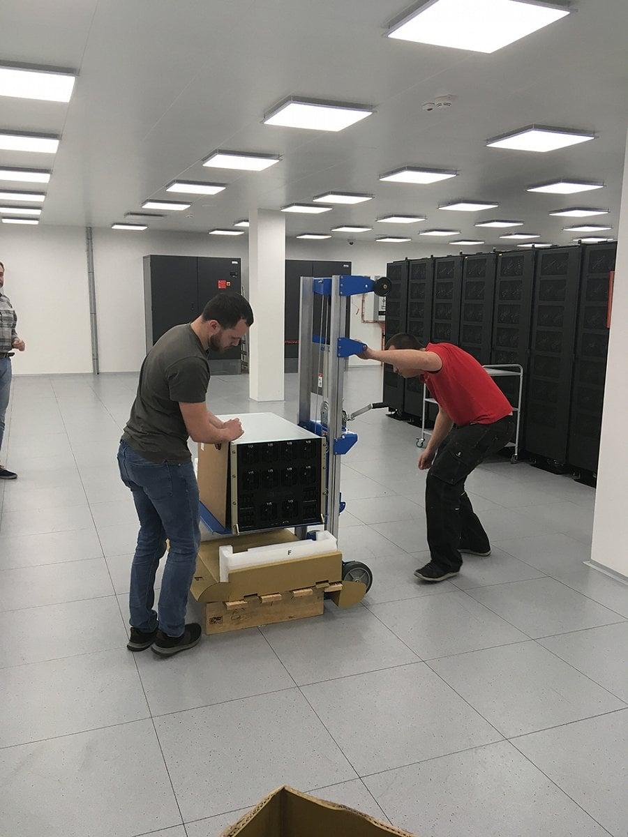 Spuštění superpočítače Nvidia DGX-2 na IT4Innovations v Ostravě