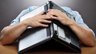 Proč jsou firemní počítače vždycky pomalé?