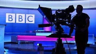 Lupa.cz: Proč Britové diskutují o rušení televizních poplatků?