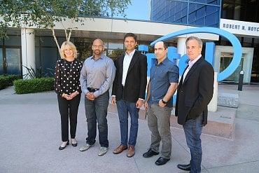 Šéfka datacentrové divize Intelu Diane Bryant (vlevo) s týmem Nervana Systems.