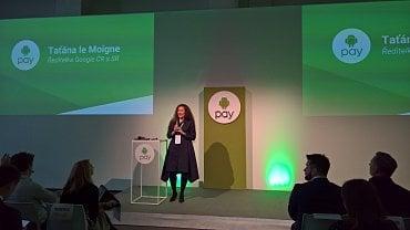 Šéfka Google pro Česko Taťána le Moigne představuje Android Pay na tiskové konferenci v Praze v úterý 14. 11. 2017.