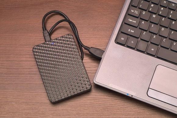 Notebook s externí optickou mechanikou