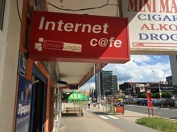 Internetová kavárna InterLogic Cafe na Pankráci.