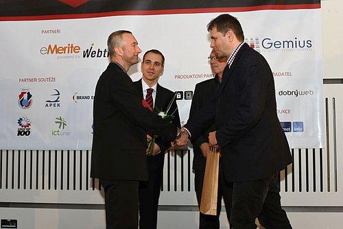 Daniel Peške přebírá ocenění Absolutní vítěz kategorie Firemní web roku 2014 pro PRE.