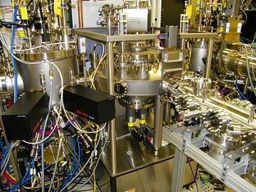 Systém pro Oxide Molecular-Beam Epitaxy na Cornell University