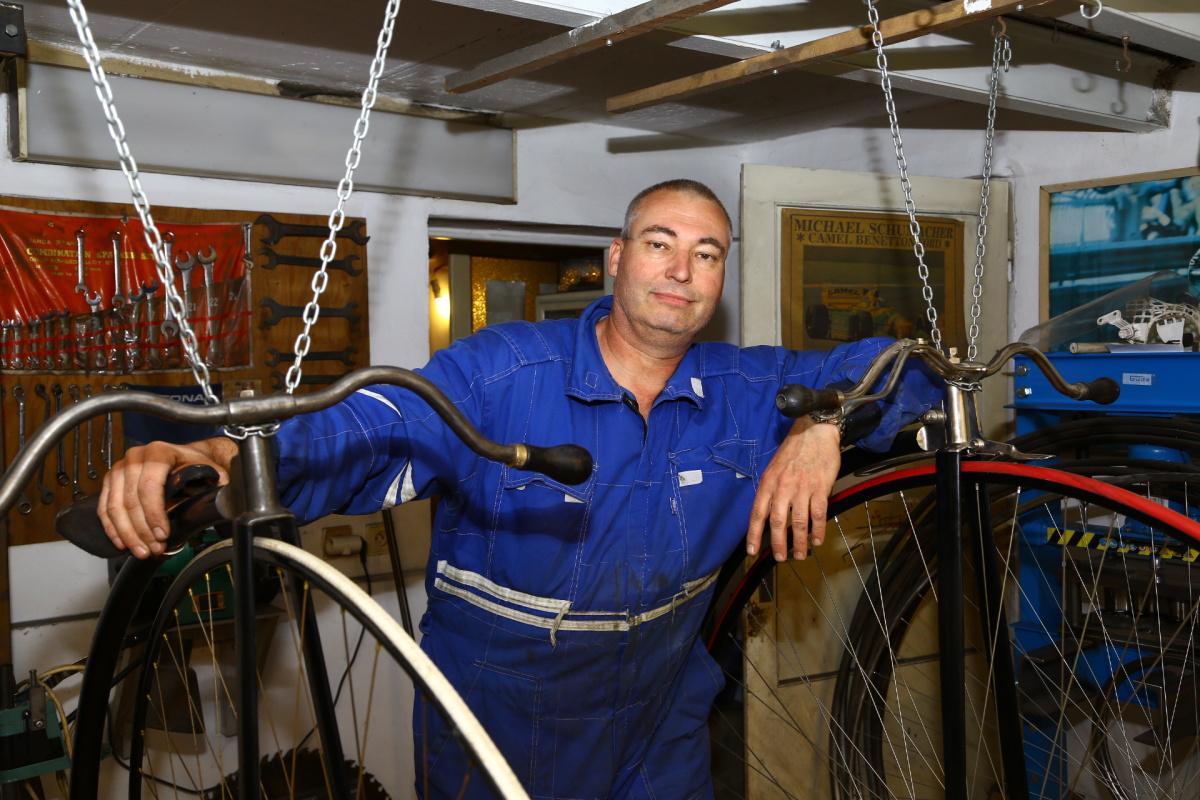 Martin Cvrček se pustil do výroby replik vysokých kol.