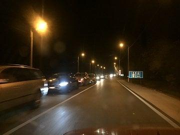 Hraniční přechod Kelebija (SRB) – Tompa (H). Směrem do Maďarska čekací doba do 30 minut, směrem do Srbka minimálně 3 hodiny. Stovky Turků.