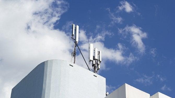 Aukce 5G kmitočtů: Jak ČTÚ a ministerstvo průmyslu pekly dort