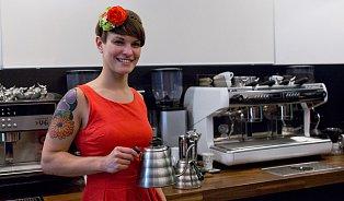 Iletos bude oblíbené espreso stonikem, říká baristka