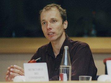 Nicky Hager vEvropském Parlamentu vroce 2001