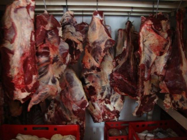 Nelegální výrobna masa a uzenin zásobovala okolí
