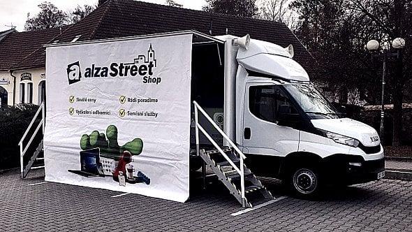 Alza.cz útoèí na regiony, zprovoznila StreetShop. Mall.cz navýšilvýdejnímísta