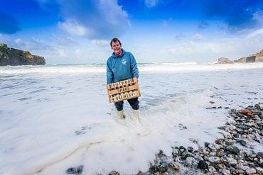 Malebný minipivovar The Driftwood Spars Brewery se kromě piva pyšní tím, že je pivovarem s nejkrásnějším výhledem na moře