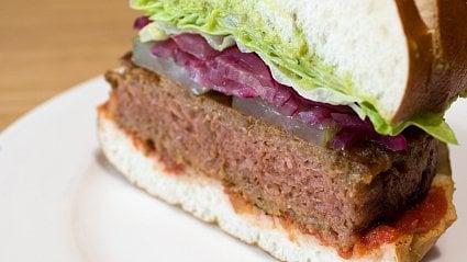 Vitalia.cz: Jak a zčeho se dělá velikonoční veganský burger?