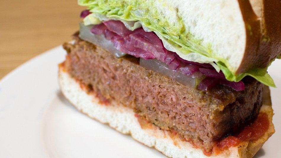 Jak a zčeho se dělá velikonoční veganský burger?