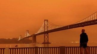 San Francisco oranžová obloha
