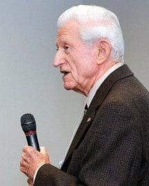 Gene Amdahl (zde v roce 2008) byl Ellisonovým prvním zaměstnavatelem.