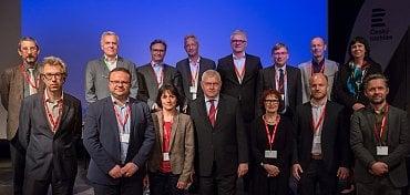 René Zavoral (druhý zleva v dolní řadě) jako místopředseda Rozhlasového výboru EBU, hlavního statutárního orgánu evropských veřejnoprávních rádií.