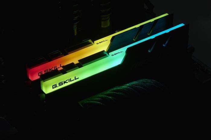 Naprosto ohromující osvětlení paměťových modulů operační paměti RAM pomocí řešení G.Skill Trident Z RGB Series RAM