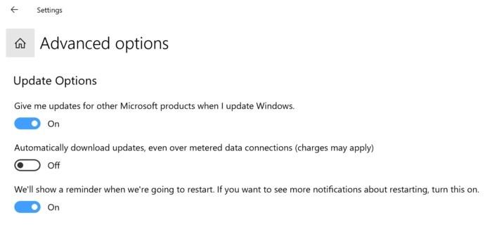 Uživatelé operačního systému Windows 10 Home si mohou zobrazit tuto obrazovku s pokročilými možnostmi týkajícími se aktualizací. Vždy se ujistěte, že máte zapnutou volbu pro připomenutí restartu počítače, a vůbec není od věci, když povolíte správu aktualizací i pro jiné produkty Microsoftu.