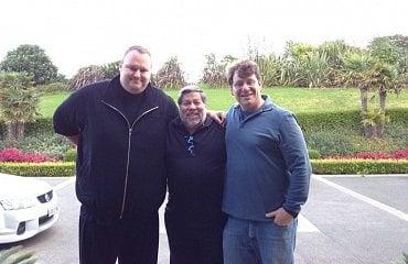 Ira Rothken (vpravo) na snímku s Kimem Dotcomem a Stevem Wozniakem