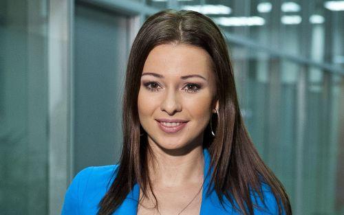 Inna Puhajková v roli moderátorky Poledních Sportovních novin