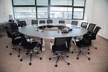 Zasedací místnost pro vedoucí pracovníky.