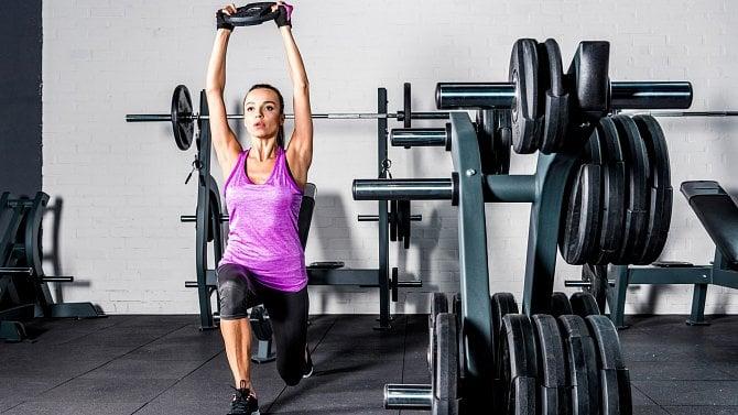 Fitness centra aktuální opatření skoro neomezují, přesto zejí prázdnotou