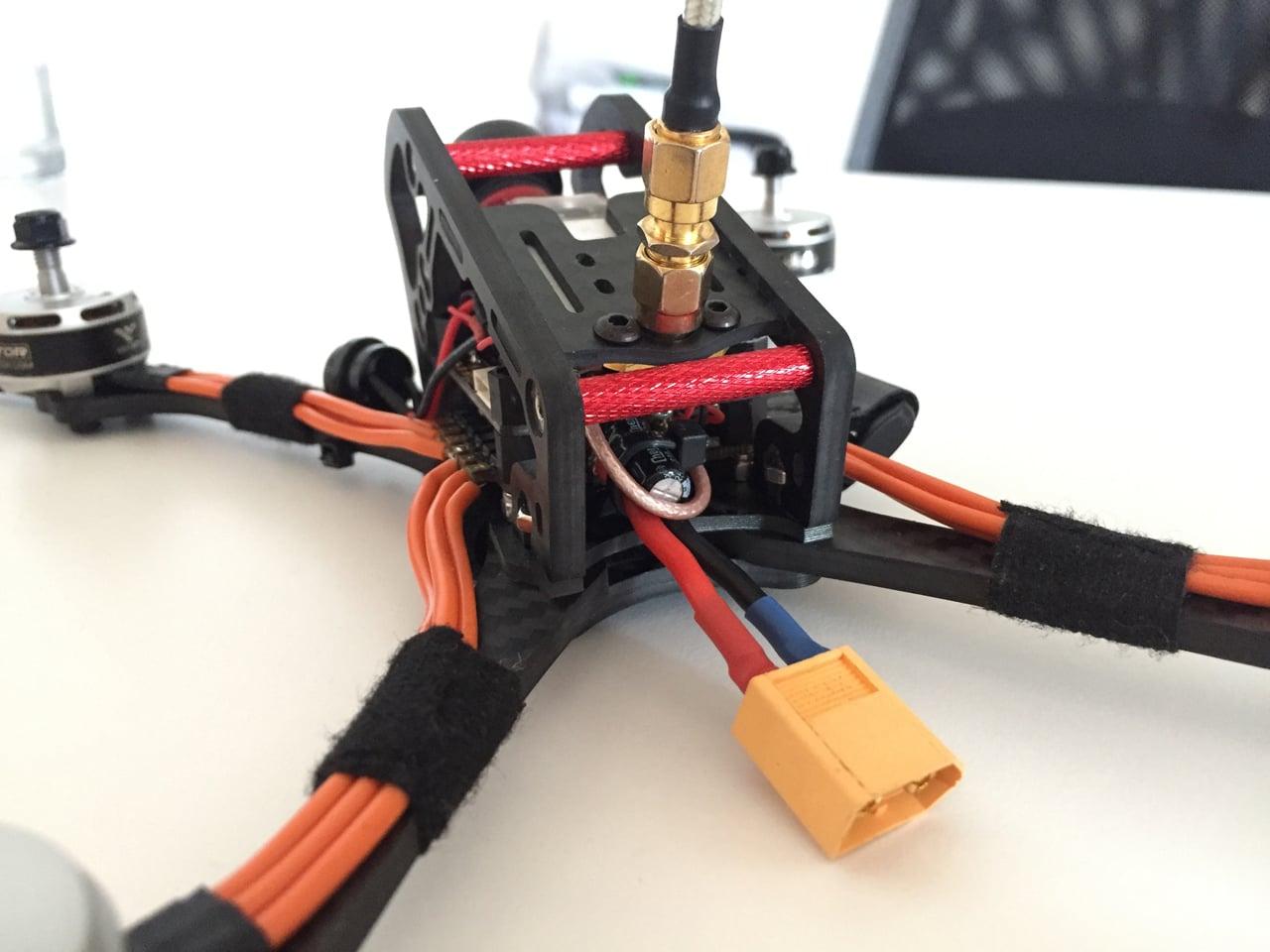 Závodní dron od českých Rotorama