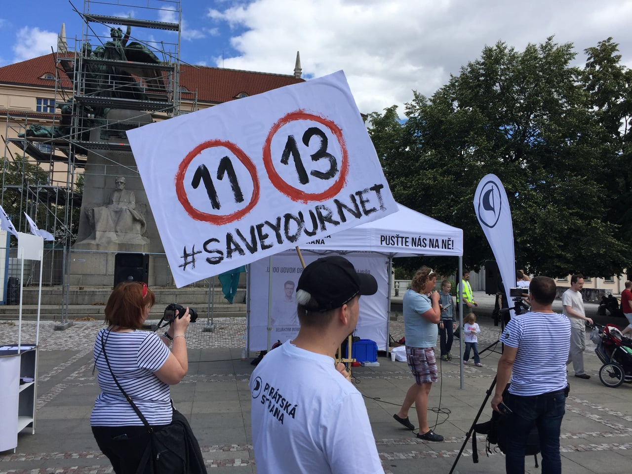 Demonstrace proti reformě copyrightu (články 11 a 13) v Praze