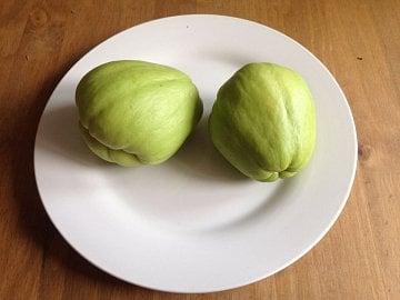 Čajot patří do čeledi tykvovitých. Nejblíže tak má tato zelenina k cuketě nebo melounu.