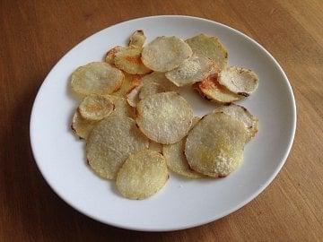 Záleží jenom na vás, zda se rozhodnete eddoe nakrájet jako hranolky nebo na plátky jako chipsy. Výsledek vždy bude vynikající.