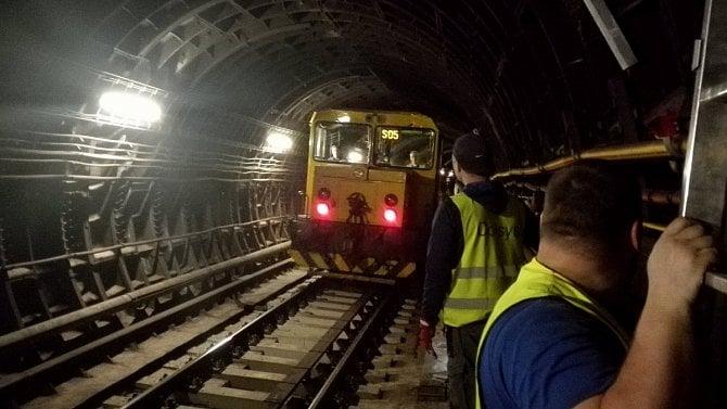 Jak se pražské metro pokrývá LTE signálem? Sestupte snámi pod zem