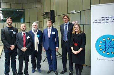 Založení The European Tech Alliance v Bruselu. Michal Feix ze Seznamu druhý zleva, místopředseda Evropské komise Andrus Ansip třetí zprava.