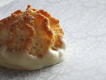 Z vanilkového těsta s kokosem upečete křehké kokosky, ale i cukroví různých tvarů ze strojku. Cena za kg: obvykle 56–70 Kč, ale i 160 Kč