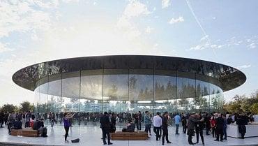 Nově otevřený Steve Jobs Theater v tzv. Parku Apple.