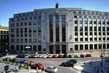 Pracovat pro Českou národní banku by chtěl každý.