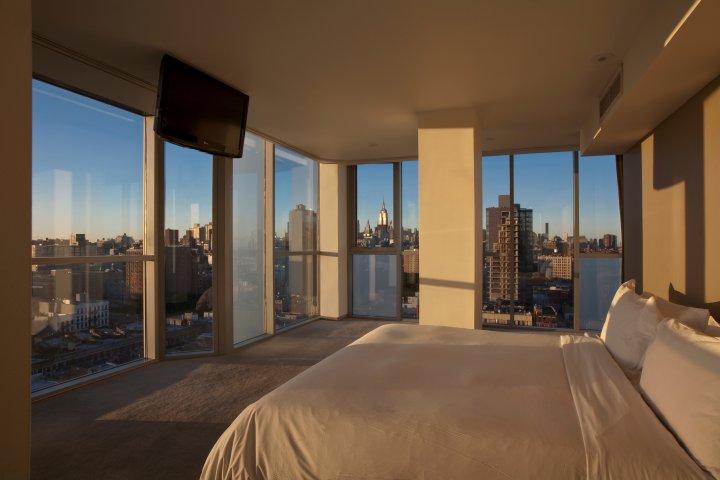 Hotelový pokoj s výhledem (nebo naopak?)