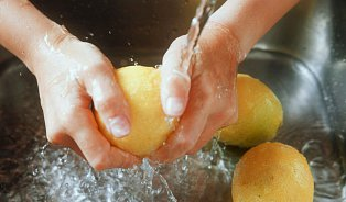 Test citronů: Zbavíme se omytím pesticidů?