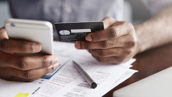 Ztratili jste na dovolené platební kartu? Víme, co dělat a kam volat