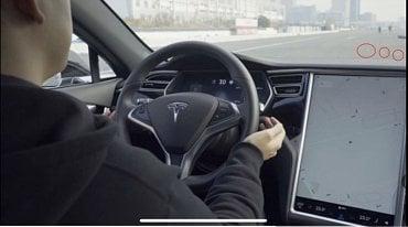 Nenápadné značky Tesla interpretuje jako pruh