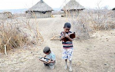 Ethiopské děti s tablety od OLEP