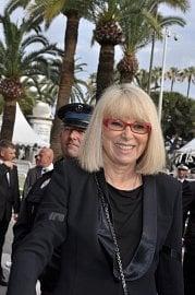 Mireille Darc na festivalu v Cannes v roce 2010.