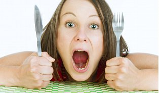 Jídlo nemá žádnou chuť, jen málo živin ahodně kalorií