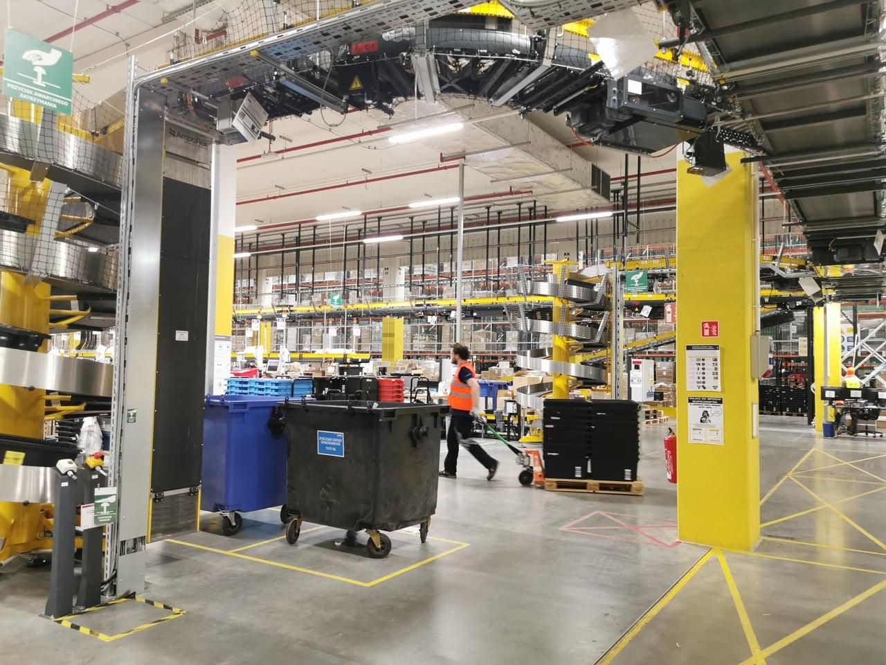 Robotické distribuční centrum Amazonu v polském Štětíně