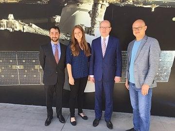 Premiér Bohuslav Sobotka v centrálě SpaceX.
