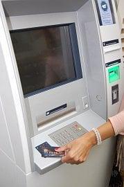 Bankomat ČSOB umožňující bezkontaktní výběry.
